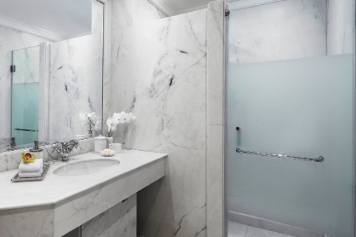 Topaz Suite Bathroom