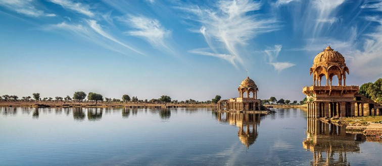 FTGA7T Indian landmark Gadi Sagar in Rajasthan
